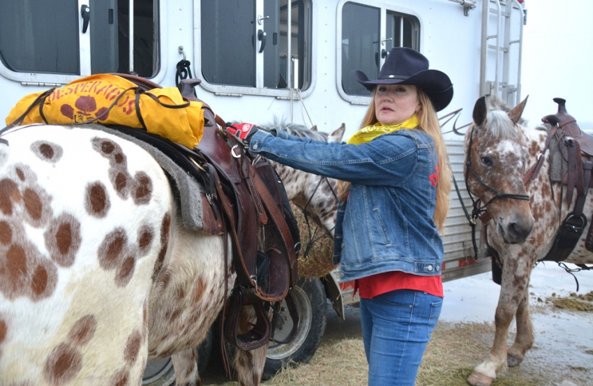 Dawn Knapp prepares her horse, Warrior, for a long day on the Salt Grass Trail.